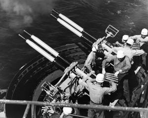 WWII_40_mm_Bofors_firing
