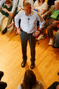Jeb_Bush_town_hall_wide_stance